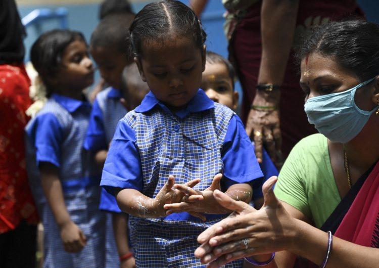 OPS se niega a recomendar vacunas anticovid-19 para su uso en menores; 'no han sido autorizadas por la OMS'