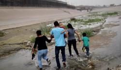 Patrulla fronteriza halla dos bebés hondureños abandonados a orillas del…