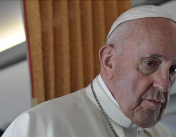 El papa reprueba que haya cardenales 'negacionistas' que rechazan la vacuna contra covid-19