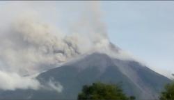 Guatemala: volcán de Fuego entra en erupción; arroja lava, bloques…