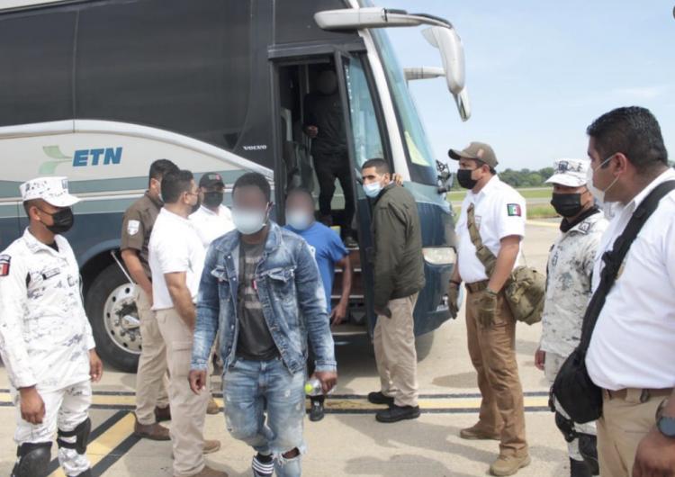 México inicia vuelos de repatriación de migrantes haitianos