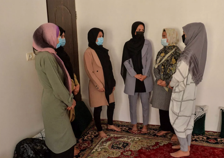Afganistán: mujeres sobrevivientes son obligadas a volver a los abusos o a vivir en prisión