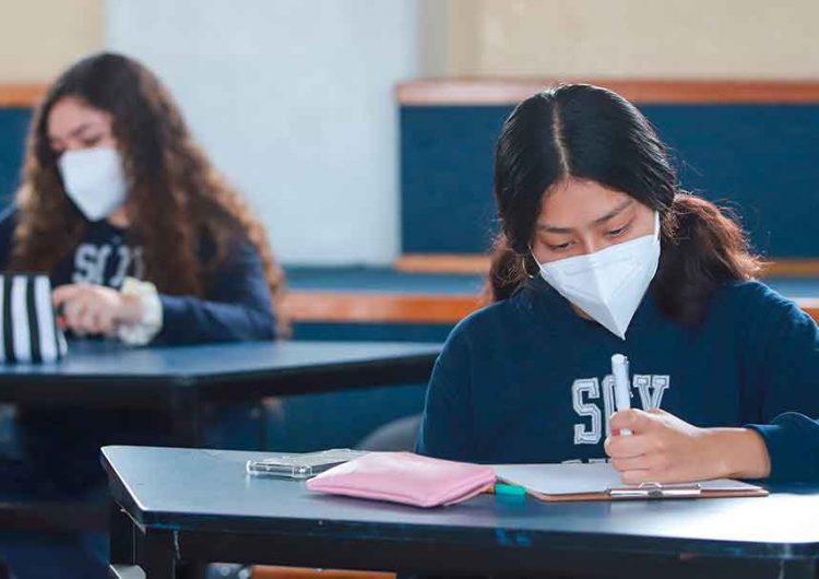 Pese a casos Covid comprobados en alumnos continúan las clases presenciales en Puebla