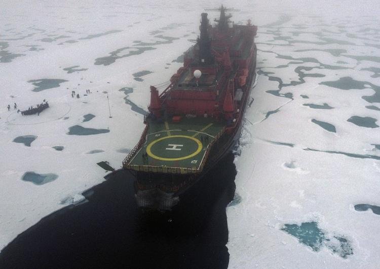 Por qué Rusia está apoderándose del Ártico con sus barcos rompehielos nucleares