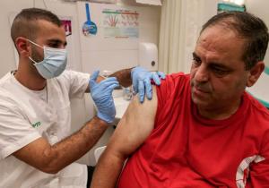 Covid-19: científicos no recomiendan vacuna adicional; temen reacciones adversas