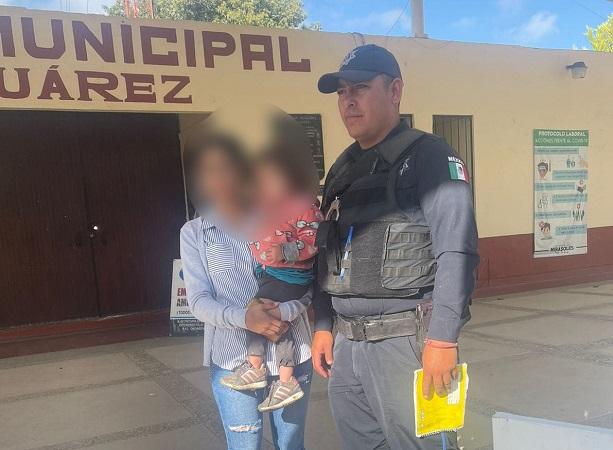 Localizan policías a niña de 2 años que se encontraba extraviada en Villa Juárez
