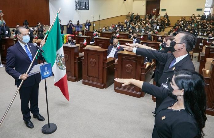 Acude gobernador de Aguascalientes a toma de protesta de LXV Legislatura