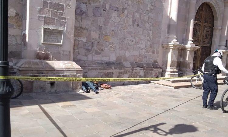 Hombre de 75 años muere a un costado de la Catedral de Aguascalientes