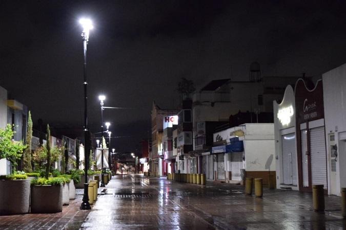 Atiende municipio de Aguascalientes reportes de fallas en alumbrado público por lluvia