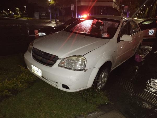 Conductor en estado de ebriedad estrelló su automóvil en la Glorieta de Benito Juárez