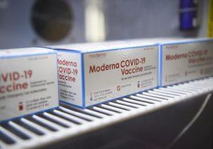 EU: expertos recomiendan tercera dosis de Moderna para adultos de 65 años y personas en riesgo