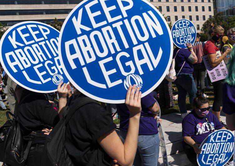 EU: juez veta temporalmente ley que prohíbe mayoría de abortos en Texas