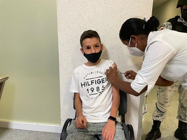 Hoy se vacunaron más de 2 mil adolescentes en Aguascalientes