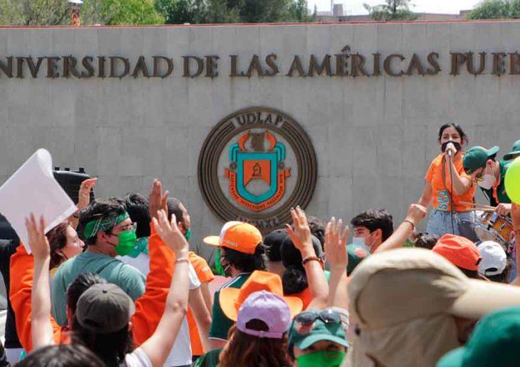 """""""Abogados trinqueteros"""" dificultan el conflicto en la UDLA Puebla, señala AMLO"""