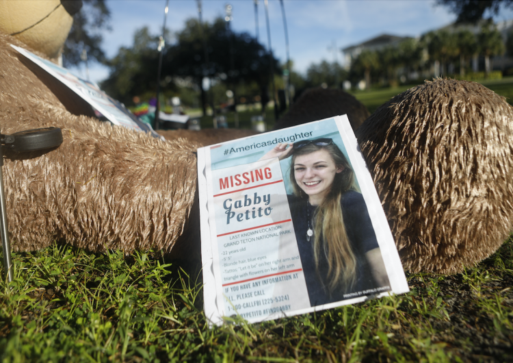 La influencer estadounidense Gabby Petito murió por estrangulamiento: informe forense