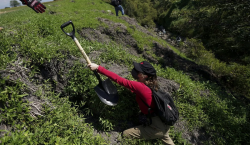 Grupos de voluntarios buscan a casi 100,000 personas desaparecidas en…
