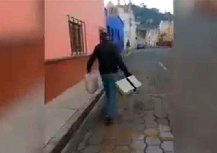 Mujer persigue a ladrón por calles de Atlixco; la policía brilló por su ausencia
