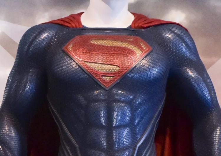 Crece la lista de superhéroes LGBT: Superman es abiertamente bisexual en nuevo cómic