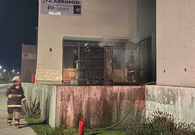 Sofocan bomberos incendio en centros de carga de Meridiam Park
