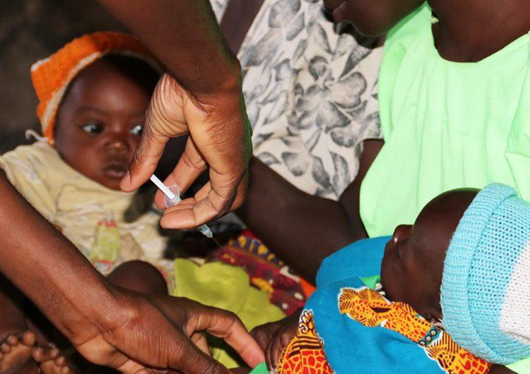 La OMS aprueba la primera vacuna en el mundo contra la malaria