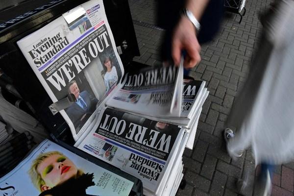 """Sí al """"Brexit""""provoca viernes negro en mercados mundiales"""