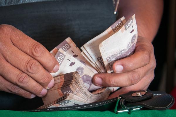 El peso mexicano se dispara tras debate Clinton-Trump
