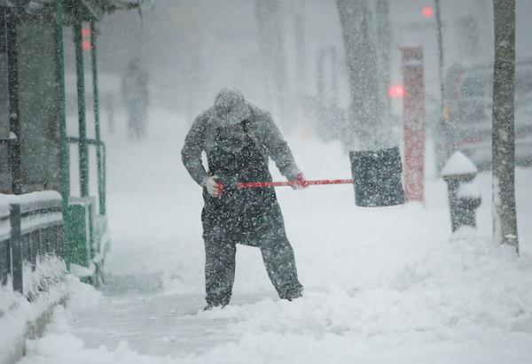 Cierran escuelas y anulan vuelos en EE.UU. por tormenta de nieve