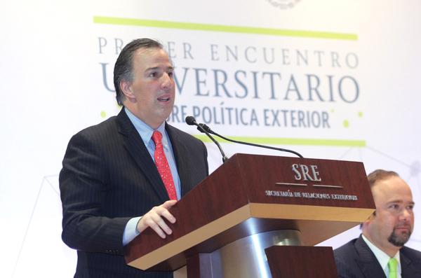 México lamenta bloqueo a decreto migratorio de Obama