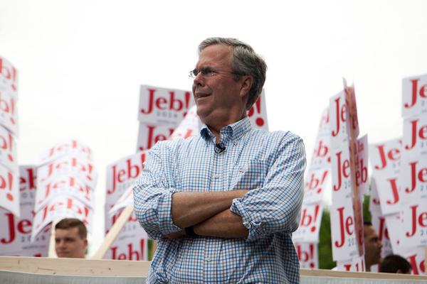Jeb Bush desata críticas por apoyar más horas laborales en EE.UU.