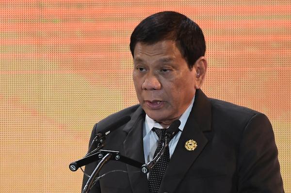 Presidente filipino confiesa que mató a alguien a puñaladas