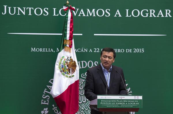 Osorio Chong asegura que PGR investiga caso Apatzingán