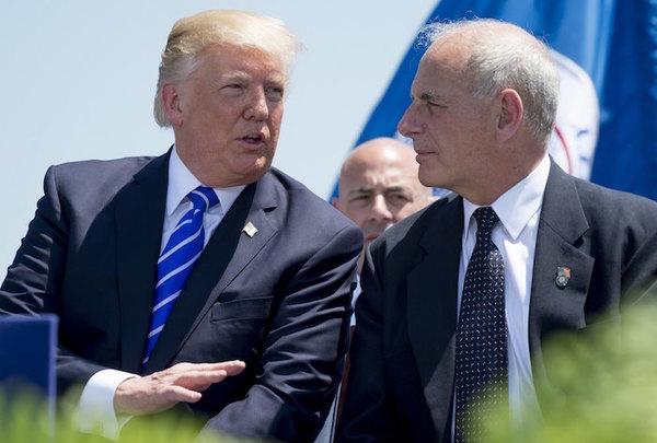 """Kelly bromea con Trump sobre usar un """"sable"""" con la prensa"""