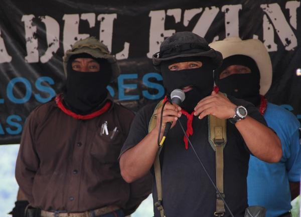 Subcomandante Marcos reaparece y rinde homenaje a Villoro