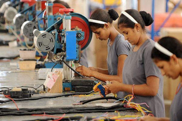 Se pierden 746 empleos en industria manufacturera