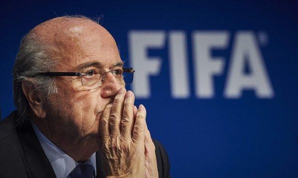 Blatter y 2 funcionarios de la FIFA se enriquecieron ilegalmente