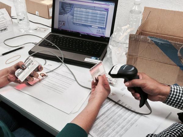 Funcionario del INE expedía credenciales a menores en Edomex