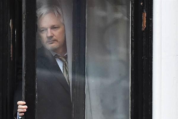 """Restringen internet a Assange por """"impacto"""" en campaña de EE.UU."""