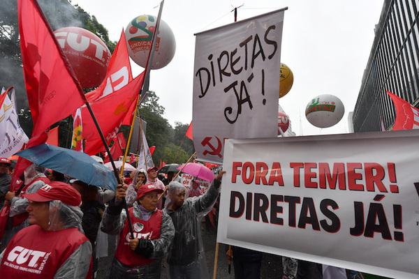"""Temer dice que fue """"ingenuo"""" por escándalo en Brasil"""
