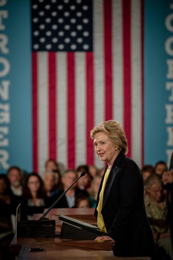 Clinton y Trump ya están empatados, según sondeo