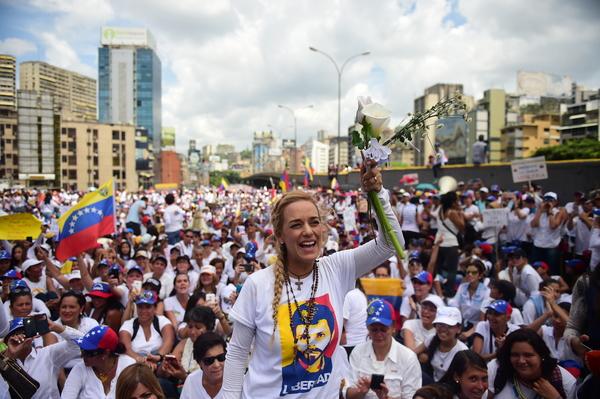 Mujeres venezolanas protestan contra represión