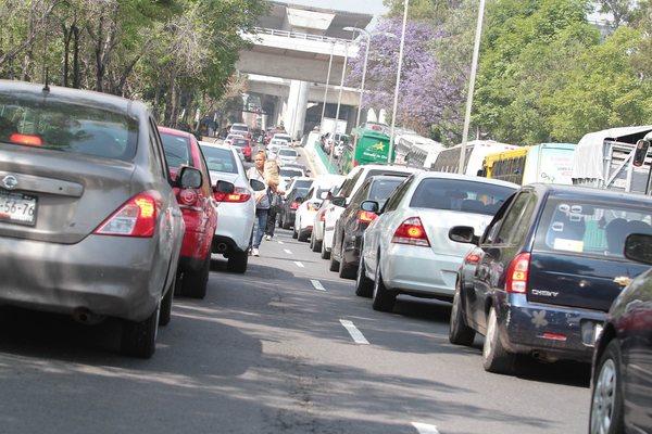 """""""Viacrucis"""" de autos en salida a carretera México-Cuernavaca"""