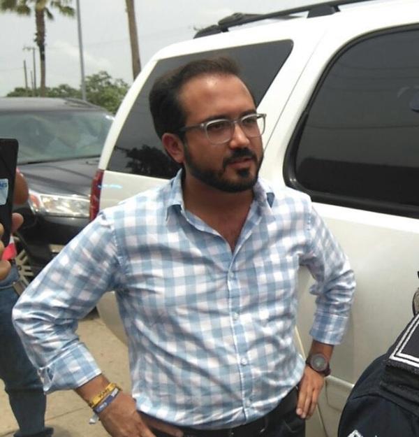 Senador Fernando Yunes acusa a policías de Veracruz de retenerlo