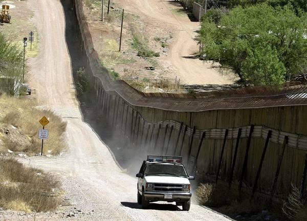 Trump busca tasa de 20% a productos mexicanos para costear muro