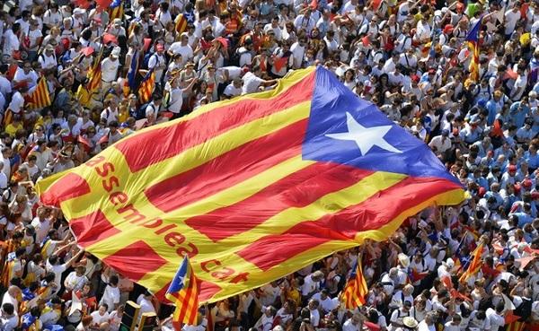 """Todo """"a punto"""" para el referéndum, asegura presidente catalán"""