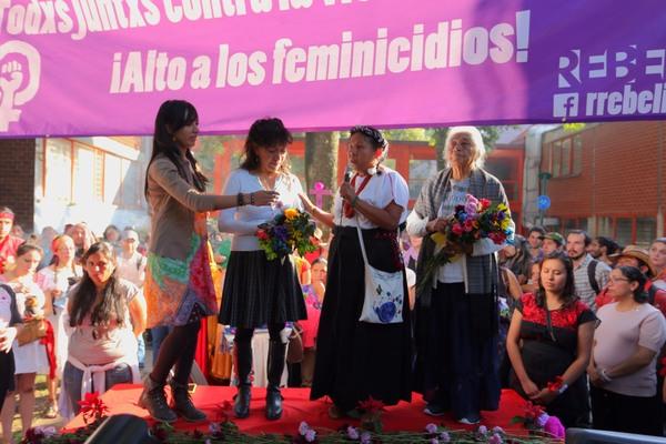 Marichuy reclama por feminicidios en México
