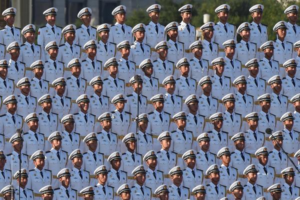 China anuncia recorte de 300 mil soldados