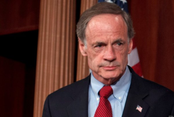 Senadores demócratas presentan proyecto para frenar muro