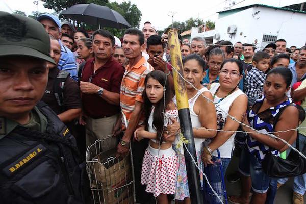 Llegan nuevos billetes a Venezuela pero persiste incertidumbre