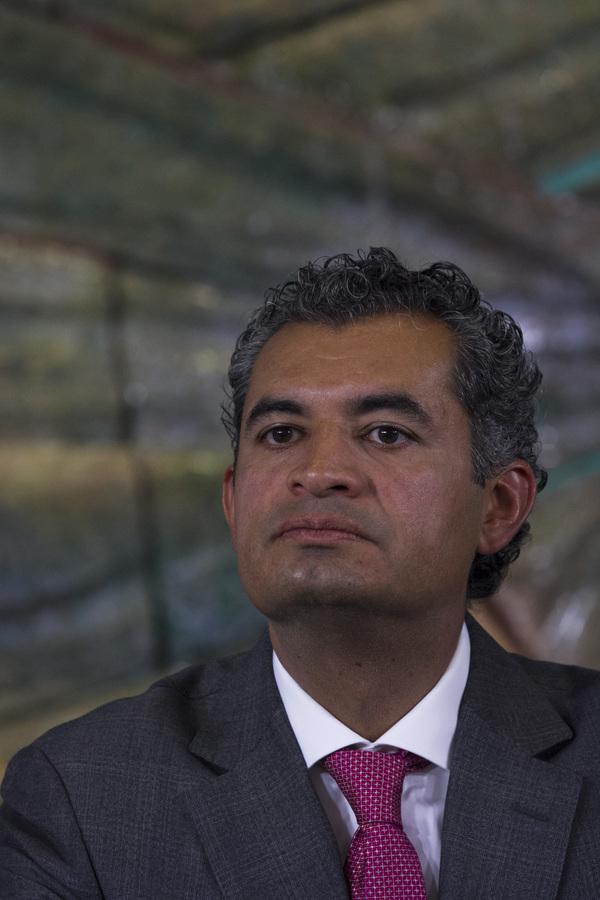 Ochoa Reza ofrece una nueva era en el PRI