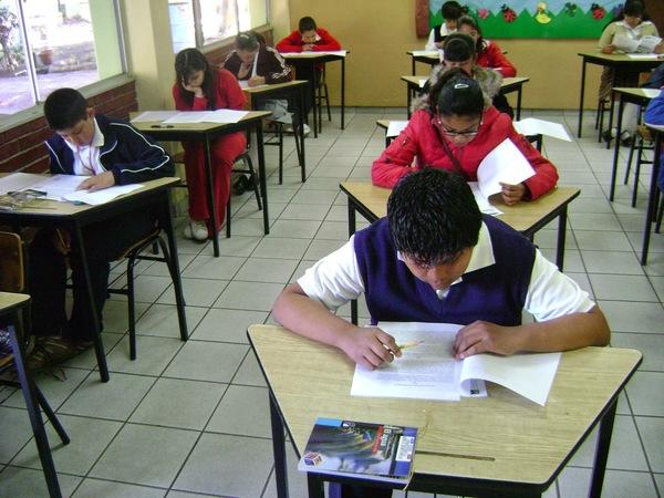 A tres semanas de clases aún faltan 250 profesores: SEPH